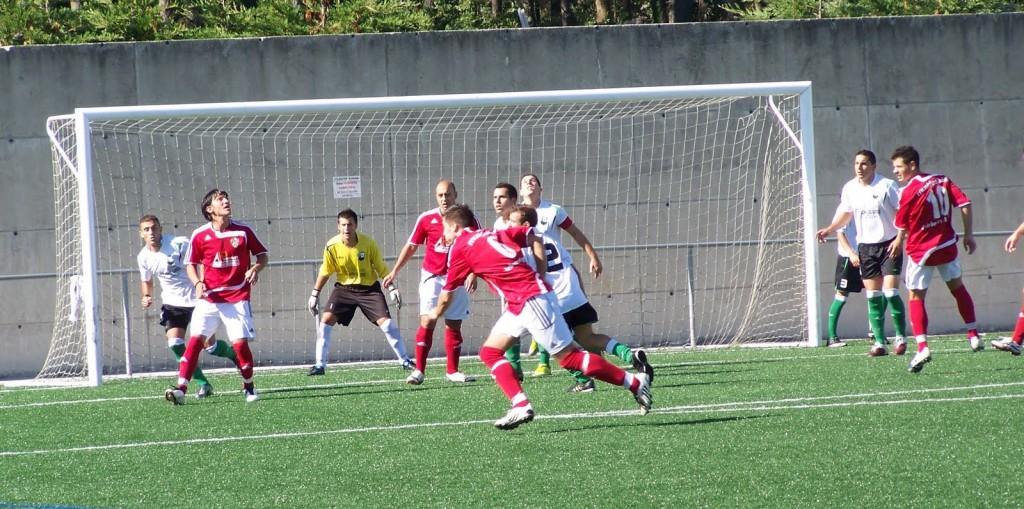 Un lance do partido disputado en Corcubión fai 3 anos.
